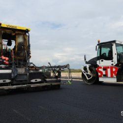 Układanie warstwy podbudowy w km 16+000