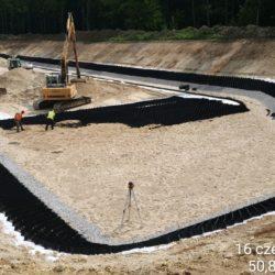 Układanie warstwy piasku pod geowłóklinę Zbiornik nr 1 w km 0+700