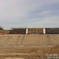 Zbrojenie i deskowanie ścian obiektu PZDsz-11a w km 10+718