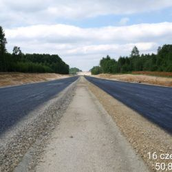 Skropienie warstw konstrukcyjnych podbudowy w km 2+600