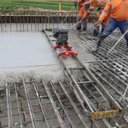 zagęszczanie betonu ustroju nośnego obiektu WS-6 w km 4+494