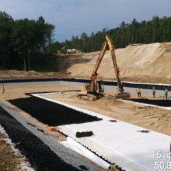 Układanie warstw konstrukcyjnych zbiornika retencyjnego ZRI-3 w km 2+180