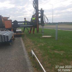 Montaż słupków dla barier linowych-pas rozdziału km 13+800