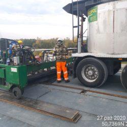 Układanie warstwy asfaltu twardolanego na obiekcie WD-18 km 17+209