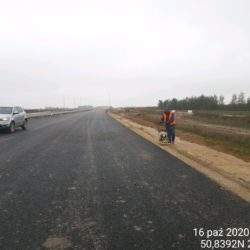 Zagęszczanie pobocza z kruszywa km 3+800 jezdnia prawa