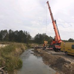 Bicie grodzic stalowych rzeka Sanna 12+500
