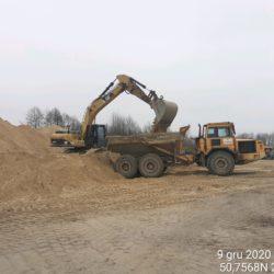 Załadunek materiału na wymianę gruntu km12+950