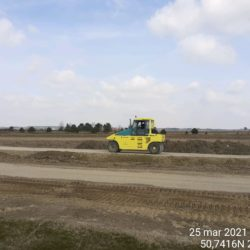 Zagęszczanie podbudowy na drodze dojazdowej 15+500