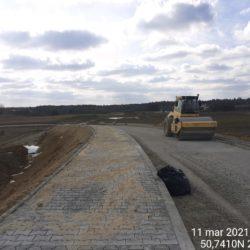 Zagęszczenie warstwy podbudowy na dojeździe do obiektu WD-17 15+637